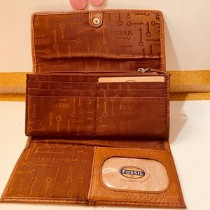 """ FOSSIL LEATHER "" large Wallet ."